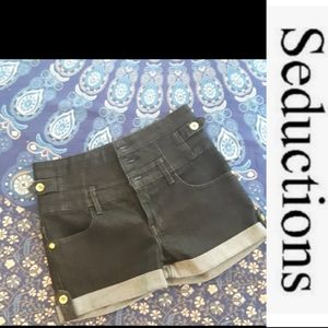 size 3 NWOT Seductions high waisted jean shorts